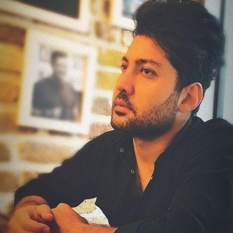 دانلود آهنگ میشینم فقط روبروتو علی عباسی